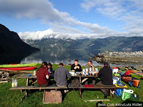 Frühstück mit Fjordblick