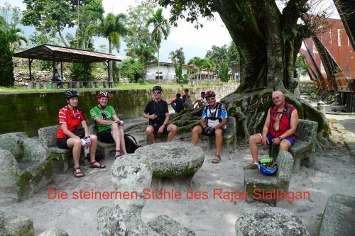 Rast bei den Steinernen Stühlen des Rajas Siallagan