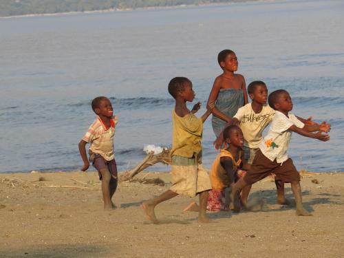 Kinder am Malawisee