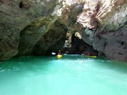 eine der vielen versteckten Grotten