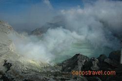 gespenstisch - der Blick in den Krater des Vulkans Ijen